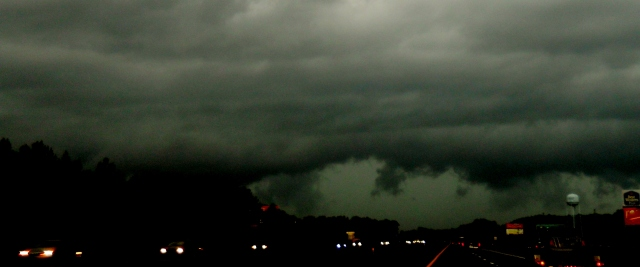 Tornado Watch on I10 East of Tallahassee   ⓒBearspawprint2015  04.19.2015